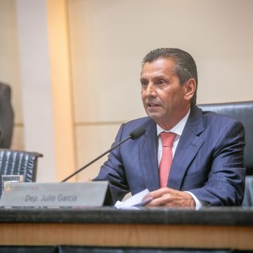 Julio Garcia assume pela terceira vez a Presidência da Alesc