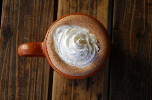 Receita de chocolate quente cremoso com merengue