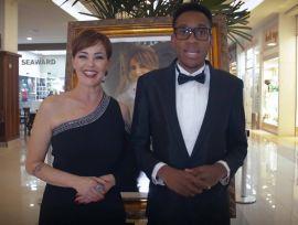 Joh e Juice convidam você para a transmissão ao vivo do Baile de Debutantes!