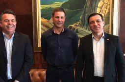 Vampiro e Gaiola garantem recursos com governador Moisés para iniciar asfalto da SC-108