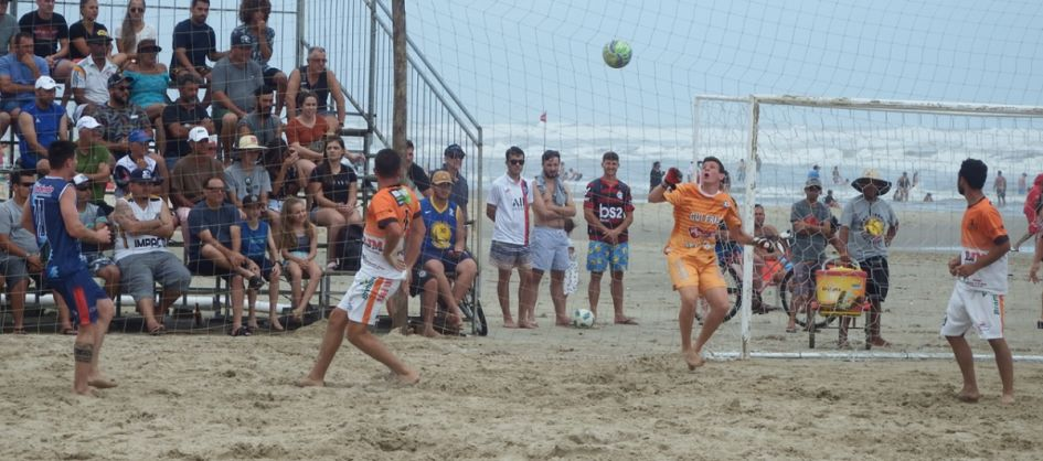 Definidos os semifinalistas do Praiano de Futebol