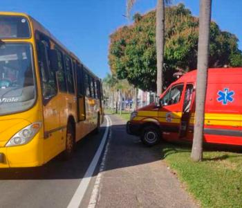 Criciúma: Pedestre é atropelado por um ônibus na Avenida Centenário