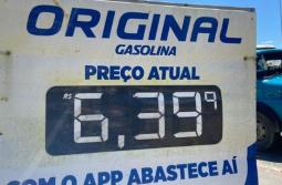 Preço médio da gasolina passa de R$ 6 em pelo menos 13 cidades de SC; veja lista