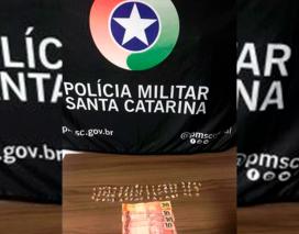 Polícia apreende adolescentes e quase 80 pedras de crack em Sombrio