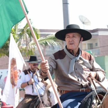 Tradicional Cavalgada abre XVII edição do Rodeio do Caverá