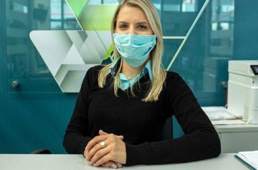 Sicoob Credisulca transforma uniformes antigos em máscaras e auxilia colaboradores no com...