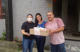 Ganhadora do sorteio do Dia dos Namorados do Portal UaaaU recebe seus presentes
