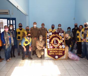 Arroio do Silva recebe agasalhos da campanha realizada pelas Polícias Civil, Militar e Lions Clube Centro