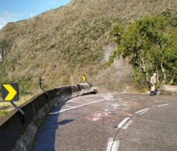 Caminhão cai na Serra do Rio do Rastro