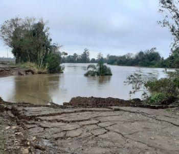 Rodovia interrompida na Volta Curta, em Maracajá