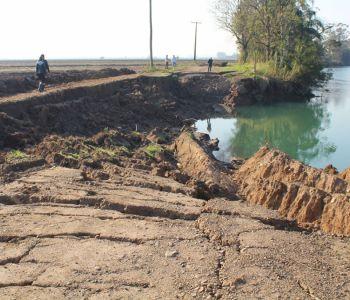 Erosão provocada pelo Rio Araranguá exige construção de novo trecho de rodovia