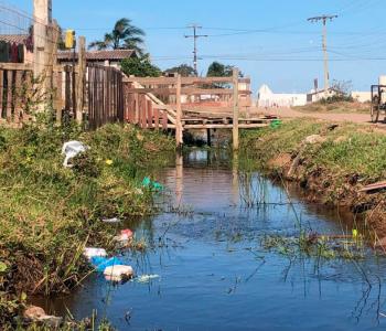 Moradores de Vila Mutuca reclamam da situação degradante em que estão vivendo