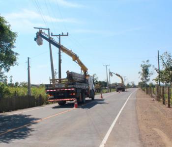 Retirada de postes finalizam obras de pavimentação no Encruzo do Barro Vermelho