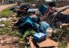 Moradora da Cohab, em Balneário Gaivota, reclama da situação de abandono da comunidade