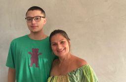 Mãe e filho celebram aniversário no mesmo dia