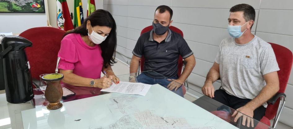 Sombrio: Prefeita Gislaine Cunha quer comprar 20 mil doses ...