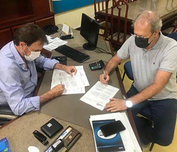 Araranguá assina carta de intenção para compra de 30 mil vacinas contra COVID-19