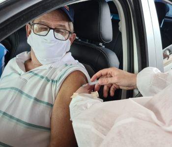Sexta tem Drive Thru de vacinação para idosos de 65 e 64 anos em Sombrio